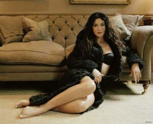 Monica Bellucci sexy feet